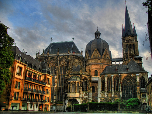 http://www.greatarchaeology.com/Archaeological_Places/Aachen_Cathedral.jpg